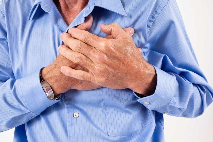 Avoid giving intramuscular pain killer for chest pain